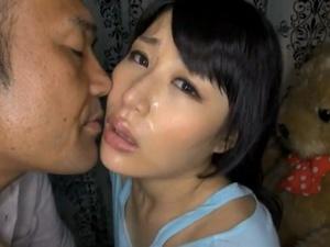 寝取らせ接吻 -旦那の前で濃厚な接吻をする人妻-