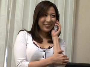 電気屋と自宅で中出しSEXする巨乳な美人妻