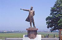 札幌羊ヶ丘展望台の全身像「丘の上のクラーク」