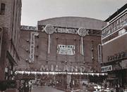 昭和31年開館当時の新宿ミラノ座