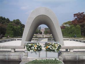 広島・原爆死没者慰霊碑(広島平和都市記念碑)