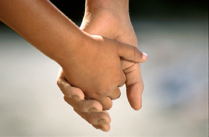 children_holding_hands02.jpg