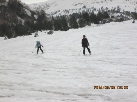 5-2 凹凸の激しい大日平の雪原を滑る。0800