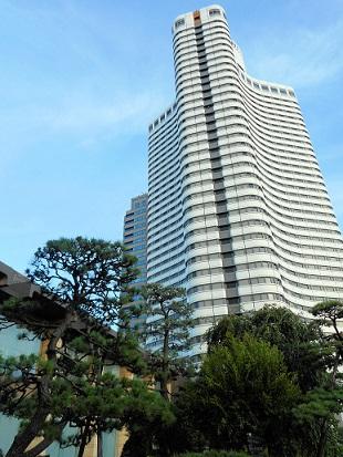 日本庭園からタワー