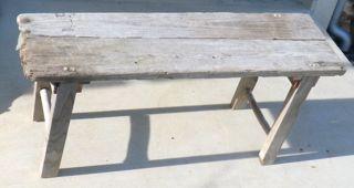 流木のベンチ