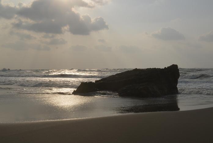 浜と岩-2