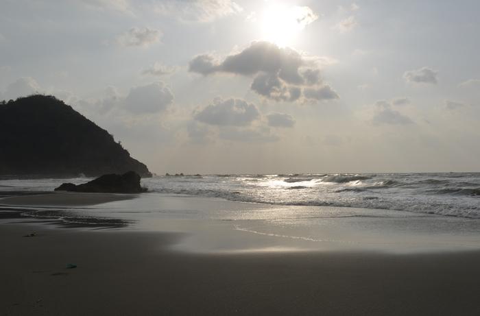 浜と岩-3
