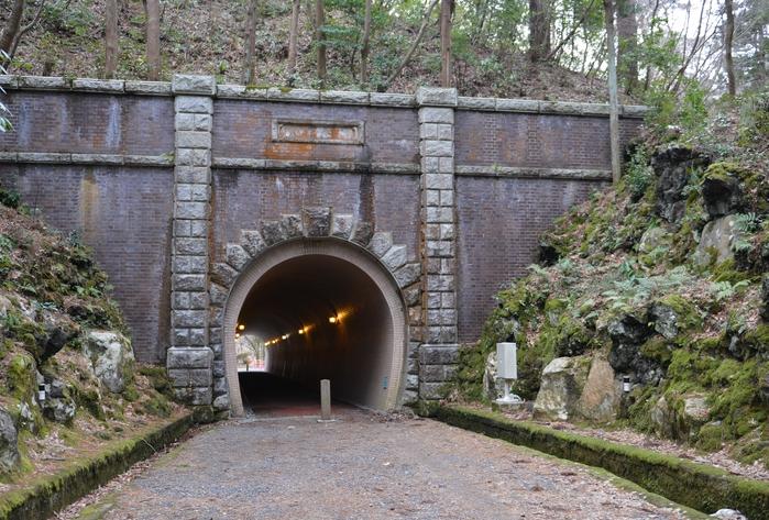 公園のトンネル-1