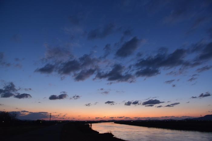 河の夕焼け-2