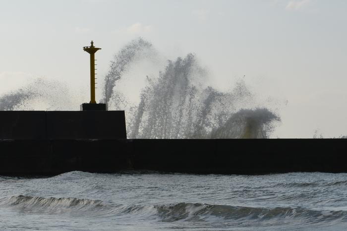 防波堤の波-2