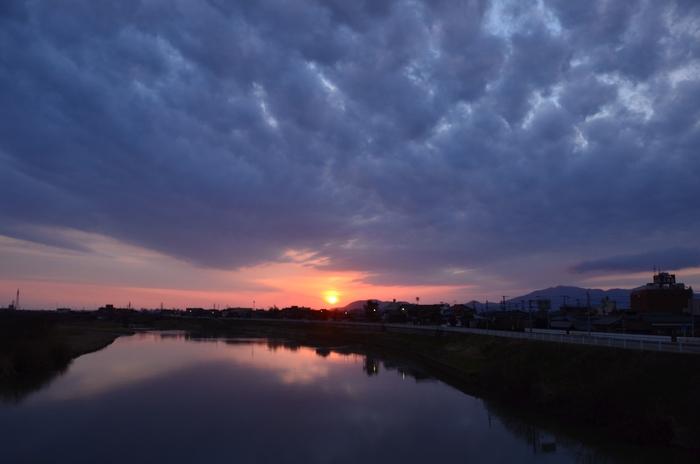 今日の川面の夕陽-1