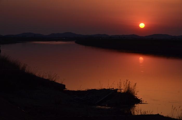 川面と夕陽-1