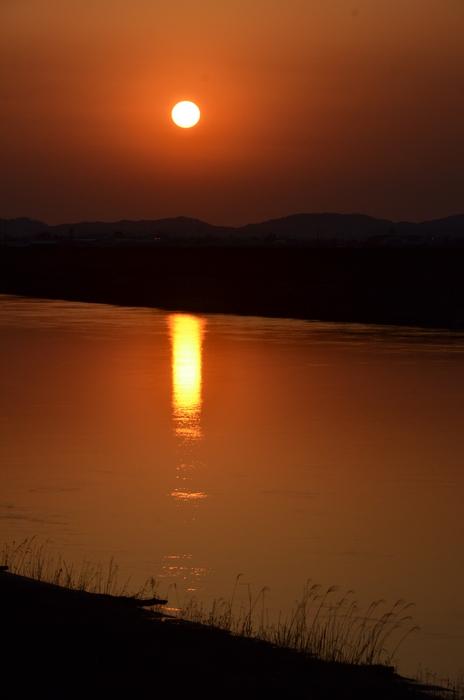 川面と夕陽-2