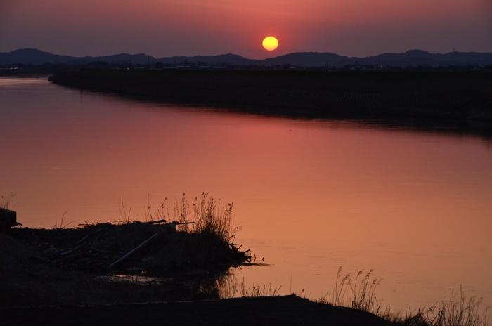 川面と夕陽-3