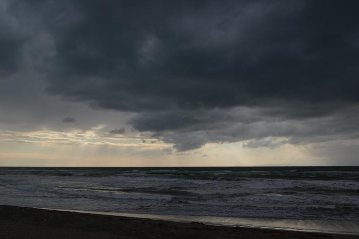 垂れ込める雲-1