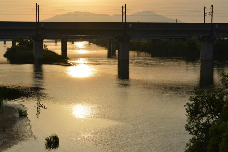 夕陽 橋の上から-2