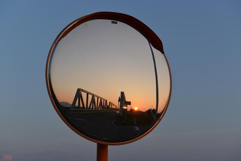 夕陽 カーブミラー-1