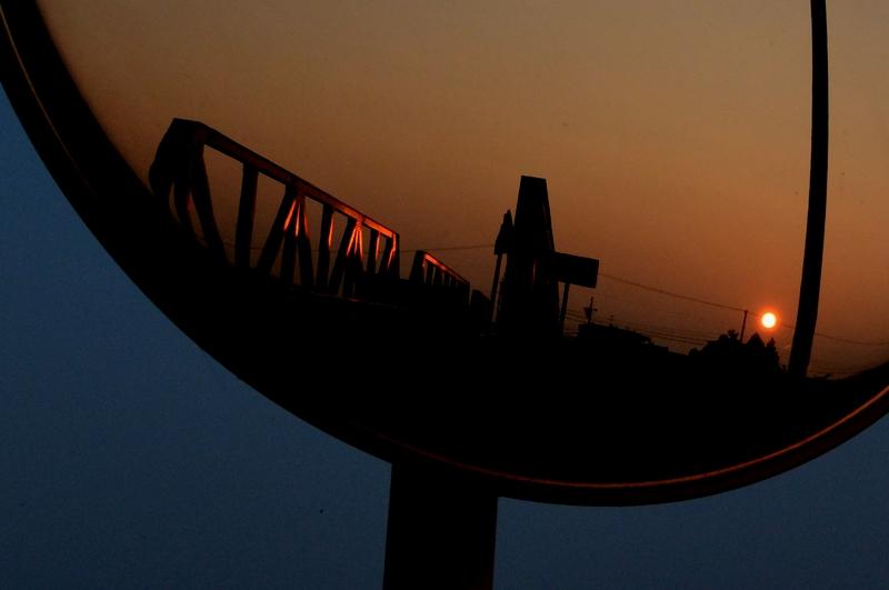 夕陽 カーブミラー-2