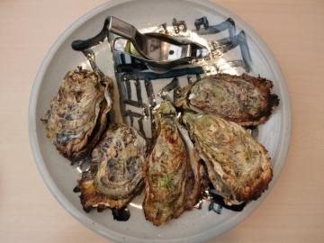 焼がき(4ケ)地御前産ブランド牡蠣 1200円