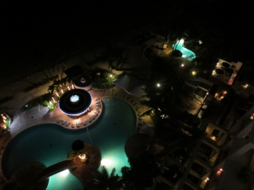 ・夜のウェスティンホテルプール