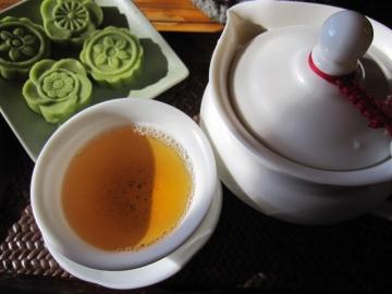 ・烏龍茶とお茶菓子