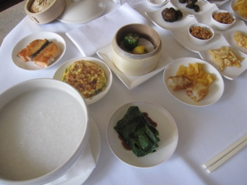 ・朝食は台湾式で粥にしました