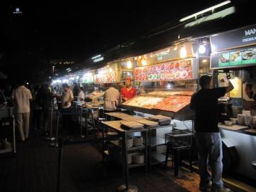 ・種類豊富な人気の地元料理