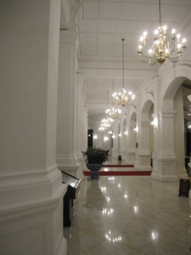 ・美しい白亜の建築物