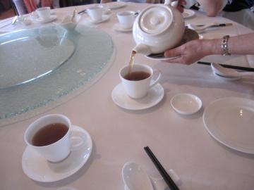 ・お茶のサーブ