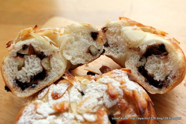 14.04.02チョコとナッツのパン_クラム