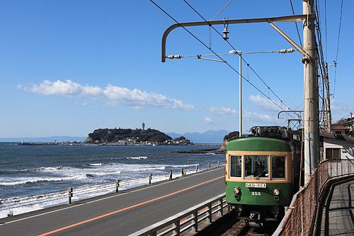 海岸近くを走る江ノ電