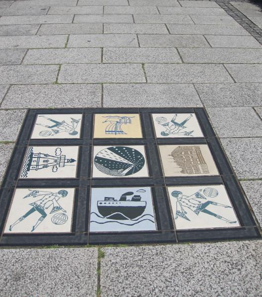 歩道の飾りタイル
