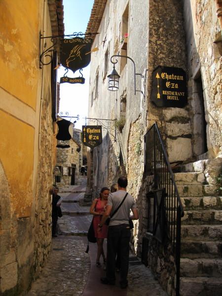 エズ村(鷲の巣村)の狭い路地階段
