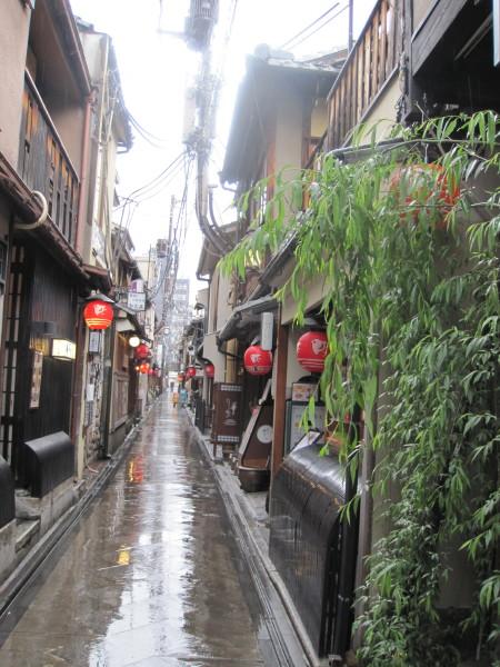 雨の中の先斗町