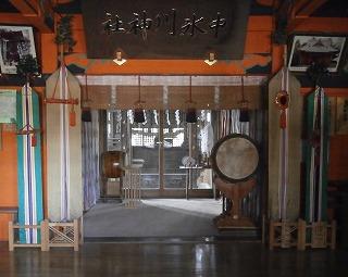 中氷川拝殿内部