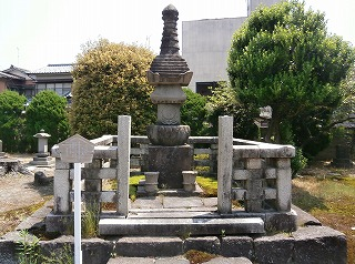 新発田藩主墓1