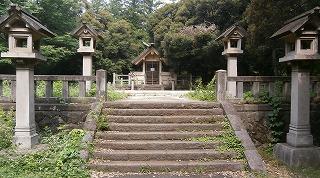 玉湖神社拝殿跡
