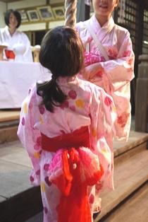 神社でお参り140814