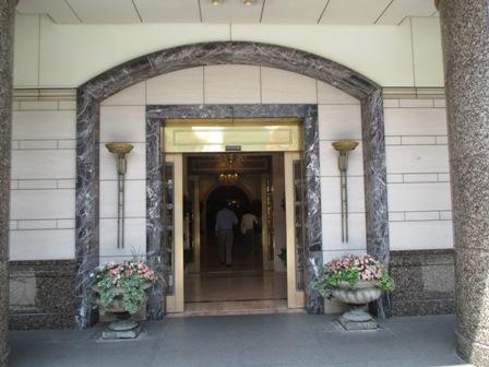 プチ同窓会・ホテル入口