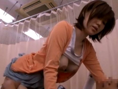お見舞いに来た着衣巨乳の叔母に性処理を頼んだら騎乗位でハメられた!