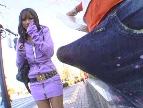 ナンパ素人企画!街ゆく貧乳ギャルに巨根を見せつけ着衣SEXwwwww