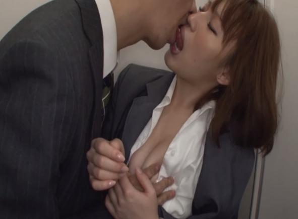 ホロ酔い美淑女とキス寸前で3分間ジラし続けたら?1