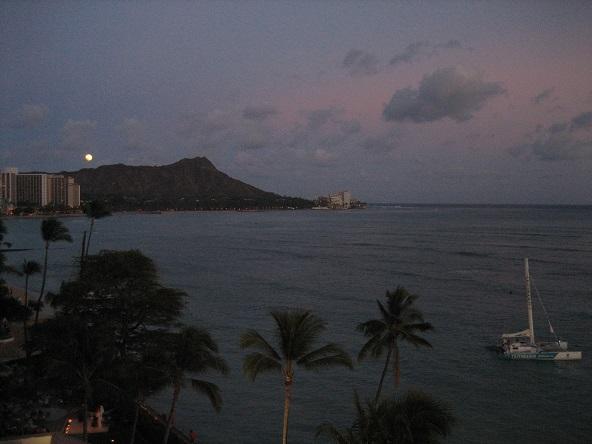 カイマナヒラと月