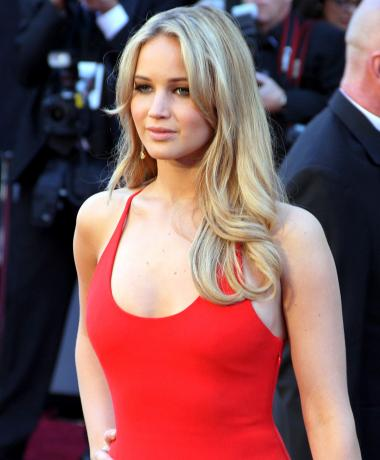 Jennifer_Lawrence_at_the_83rd_Academy_Awards_crop_convert_20140529234545.jpg