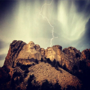 BtNFGEbIYAEl2Oqサウスダコタ、Rushmore山