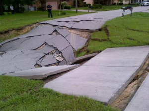 giant-sinkhole-Spring-Hill-florida.jpg