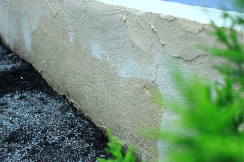 140610ブロック塀泥はね