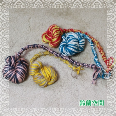 寄付用:おもちゃの結び玉付きミサンガ
