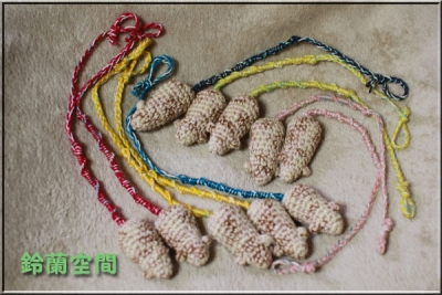 麻混糸のおもちゃのネズミ付きミサンガ