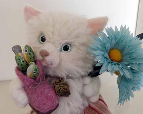 白ネコ羊毛20140520-1